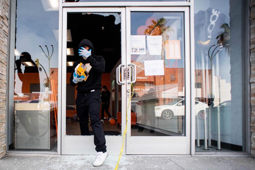 Looters hit Van Nuys Boulevard businesses, 60 arrested