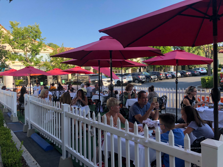 Outdoor dining at the Commons in Calabasas – 2 delicious options