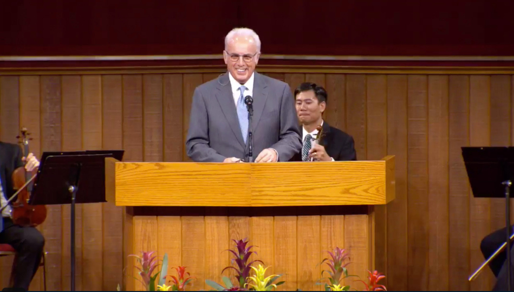 Defying county, judge's order, Grace Community Church in Sun Valley hosts packed Sunday service