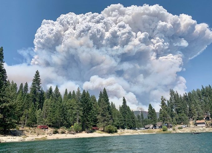 Wildfire in Sierra National Forest traps people at Mammoth Pool Reservoir, cuts off evacuation routes