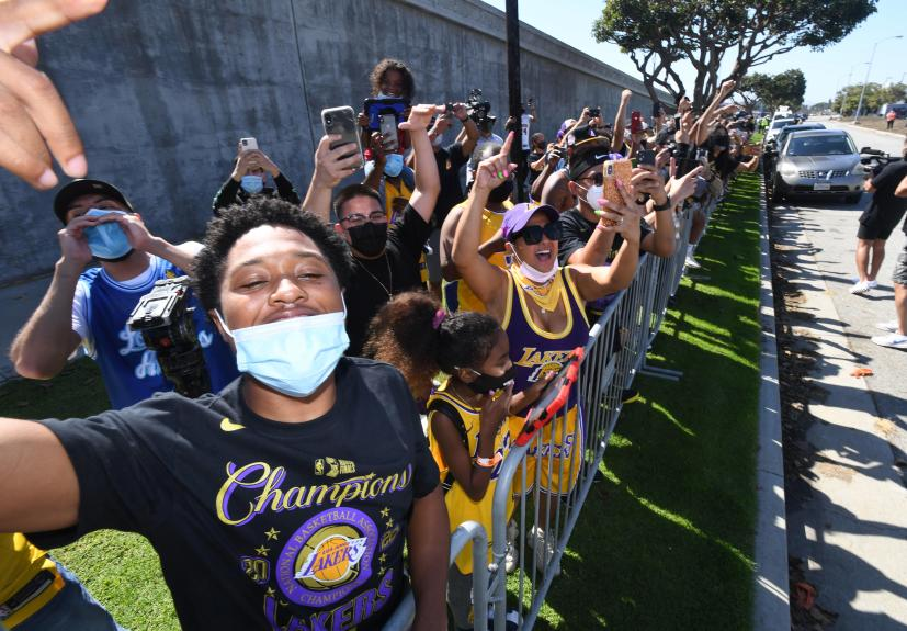 Lakers cheered as they return to L.A. as newly crowned NBA champs