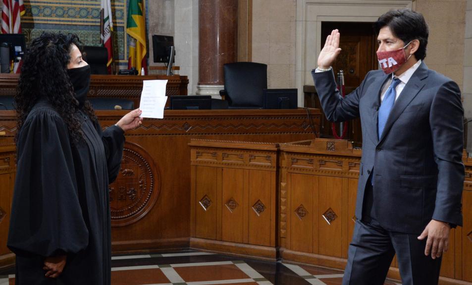 Kevin de León sworn in as LA City Councilman, after Jose Huizar suspended amid FBI probe