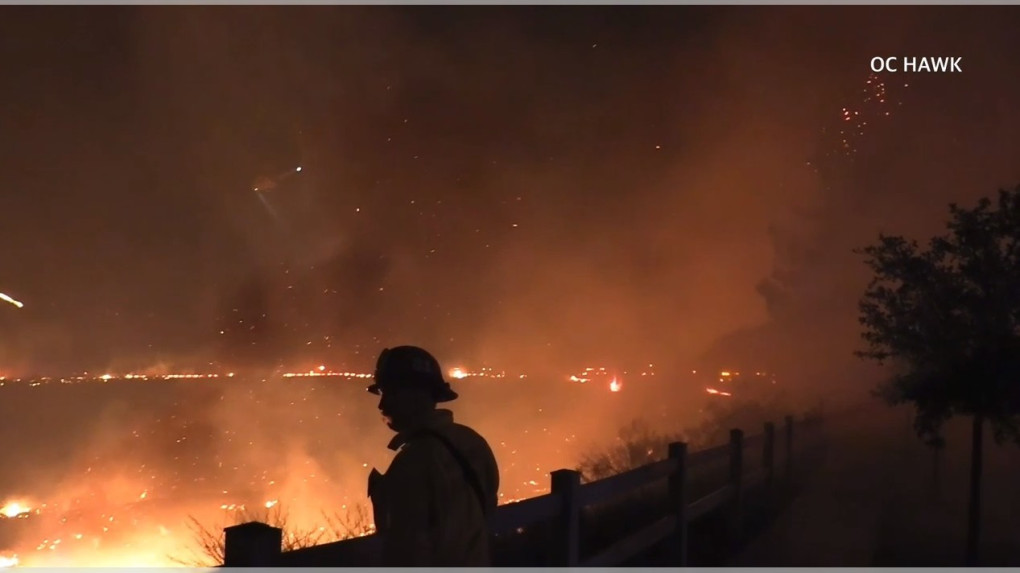 Wildfire threatens homes in Thousand Oaks