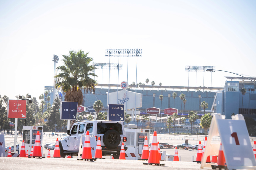 With hundreds of healthcare workers in line, Dodger Stadium becomes massive vaccination site
