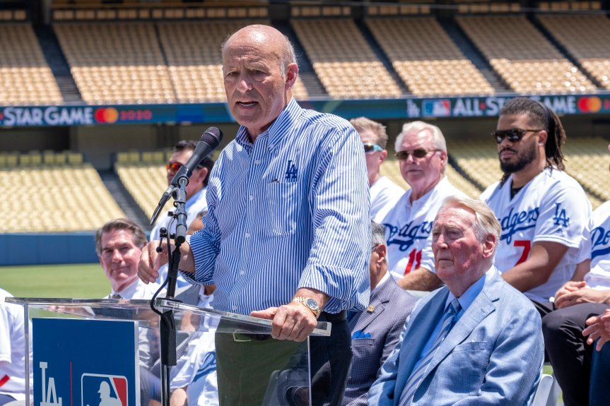 Dodgers' Stan Kasten optimistic team can host fans at games in 2021