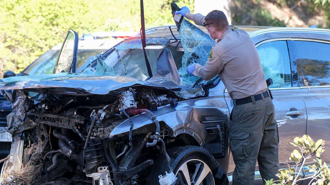 Tiger Woods has major leg injuries after rollover crash in Rancho Palos Verdes