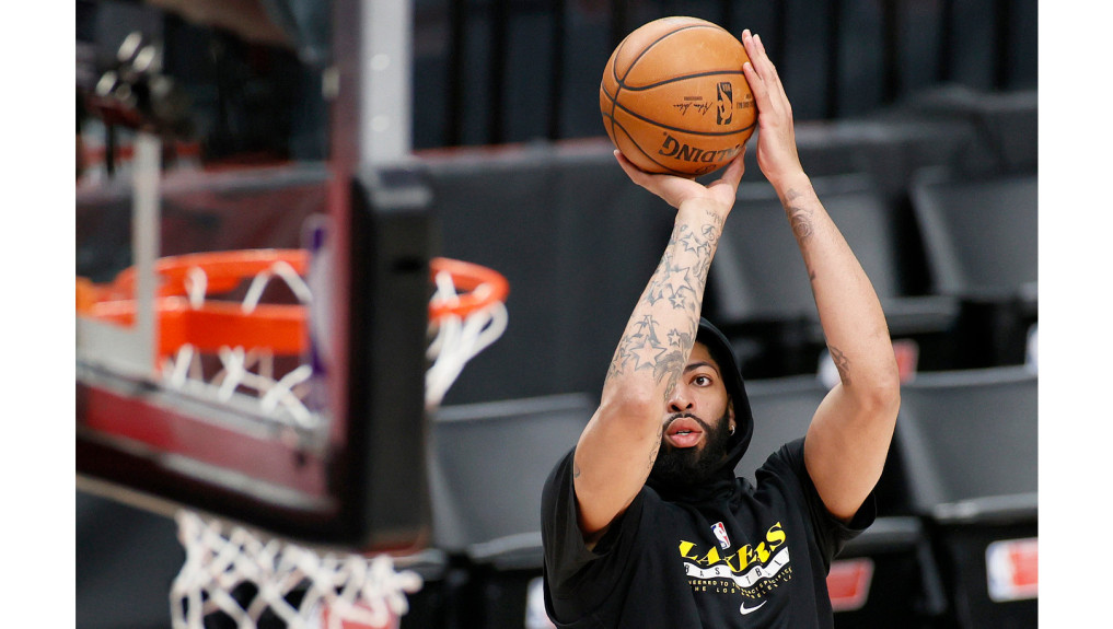 Lakers' Anthony Davis frustrated by injury, hopes for Game 6 return