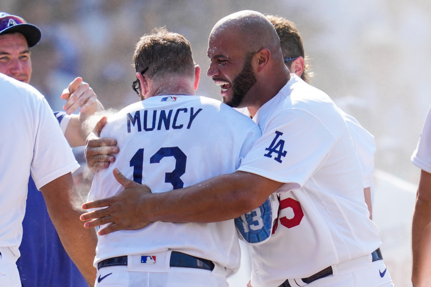Dodgers win on walk-off home run by Max Muncy
