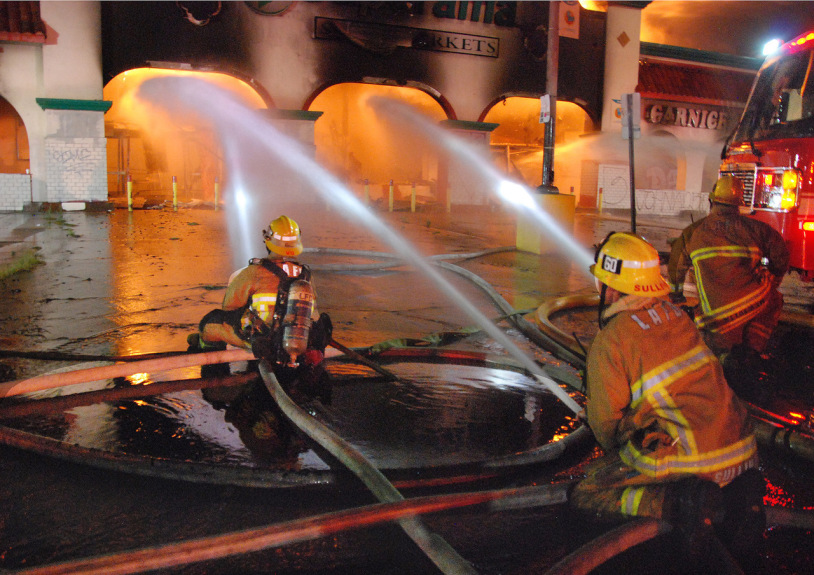 Major emergency fire hits 80,000-square-foot former supermarket in Sun Valley