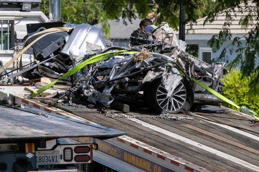 3 dead, 2 injured in fiery collision in Burbank