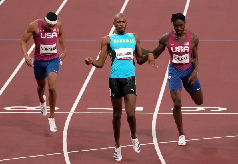 U.S. men fail to medal again in the 400 meters