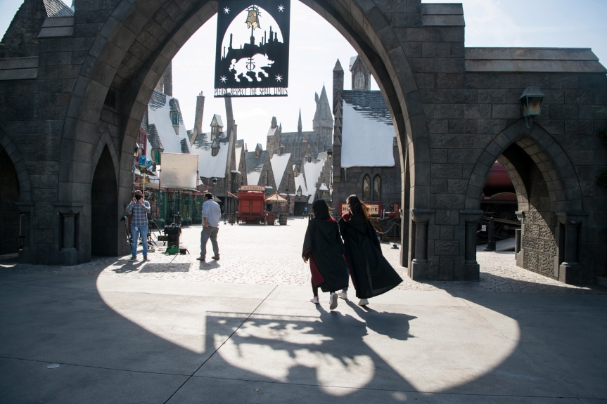 Universal Studios Hollywood and Six Flags Magic Mountain must require vaccination proof