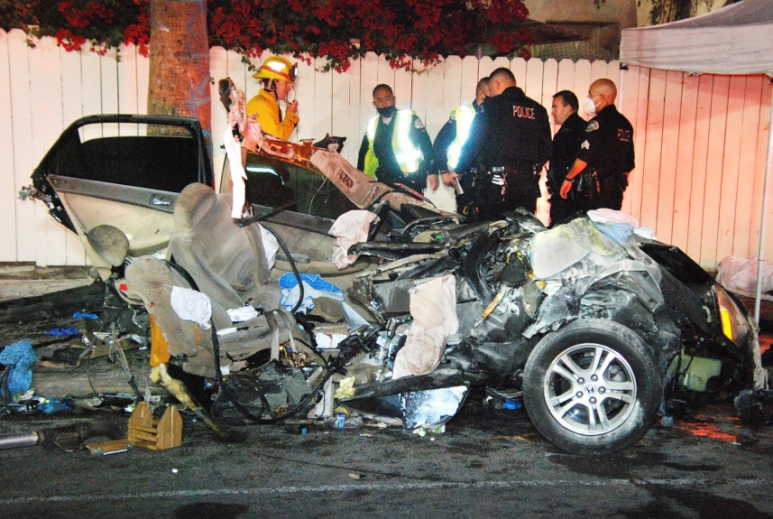 At least 2 are killed in fiery solo crash in NoHo Arts District